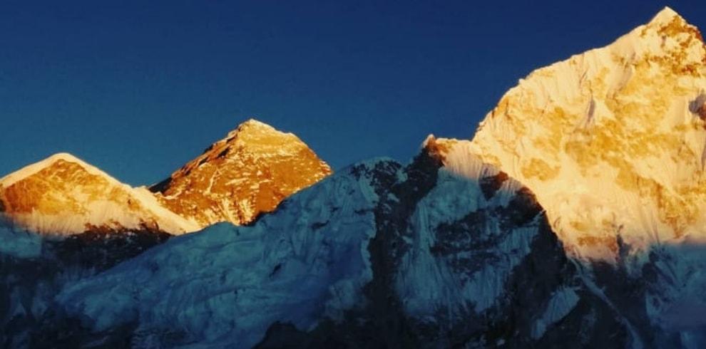 sunrise view from kala patthar mount everest